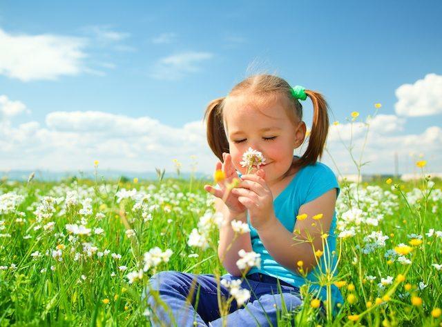 little-girl-smelling-flower-field.jpg.640x474_q100