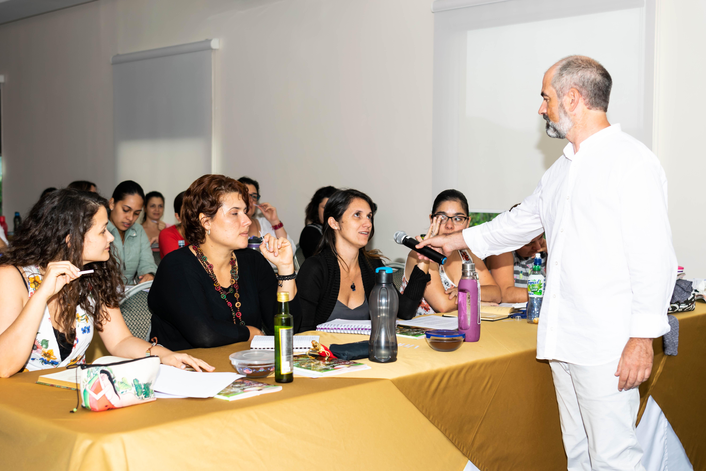 Enrique Sanz Bascuñana aromatólogo y aromaterapeuta imparte cursos aromaterapia Costa Rica