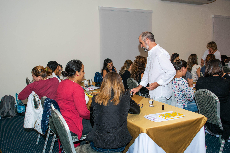 Enrique Sanz Bascuñana imparte Curso presencial aromaterapia Costa Rica
