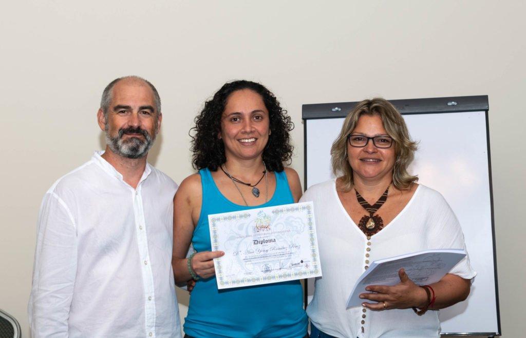 Alumna con diploma curso aromaterapia Instituto ESB Costa Rica